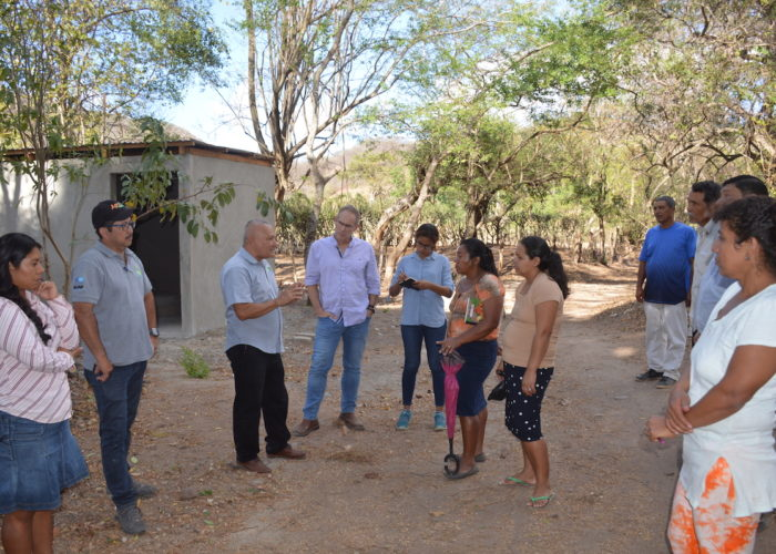 6 Group Discussion Outside_Rio Abajo