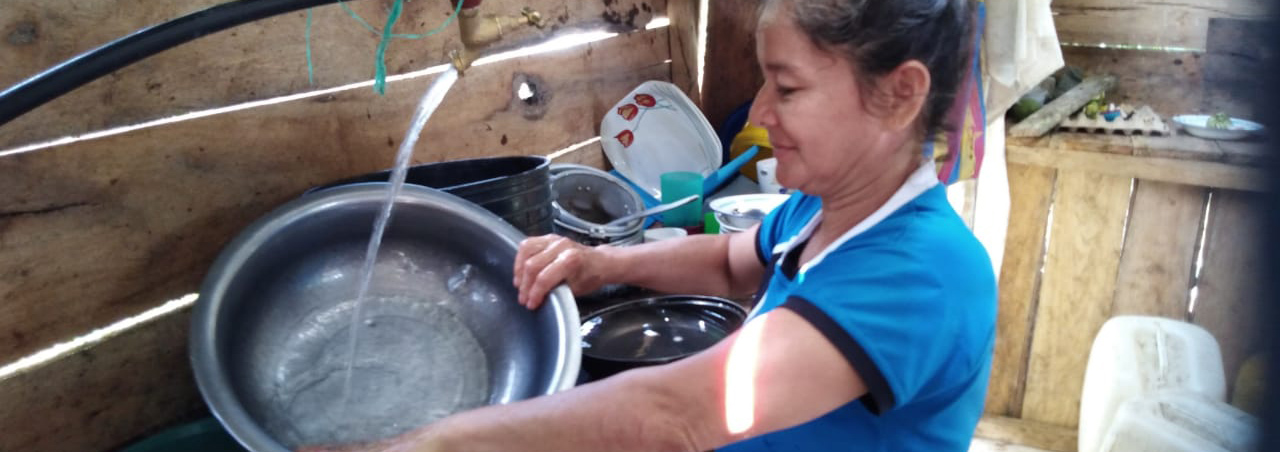 Piedra_Ecuador_Woman-in-Kitchen-1